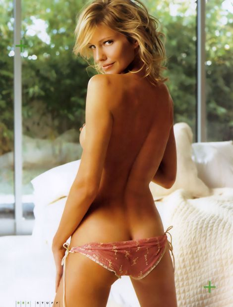 sks-stuff-apr-2005-tricia-helfer-002