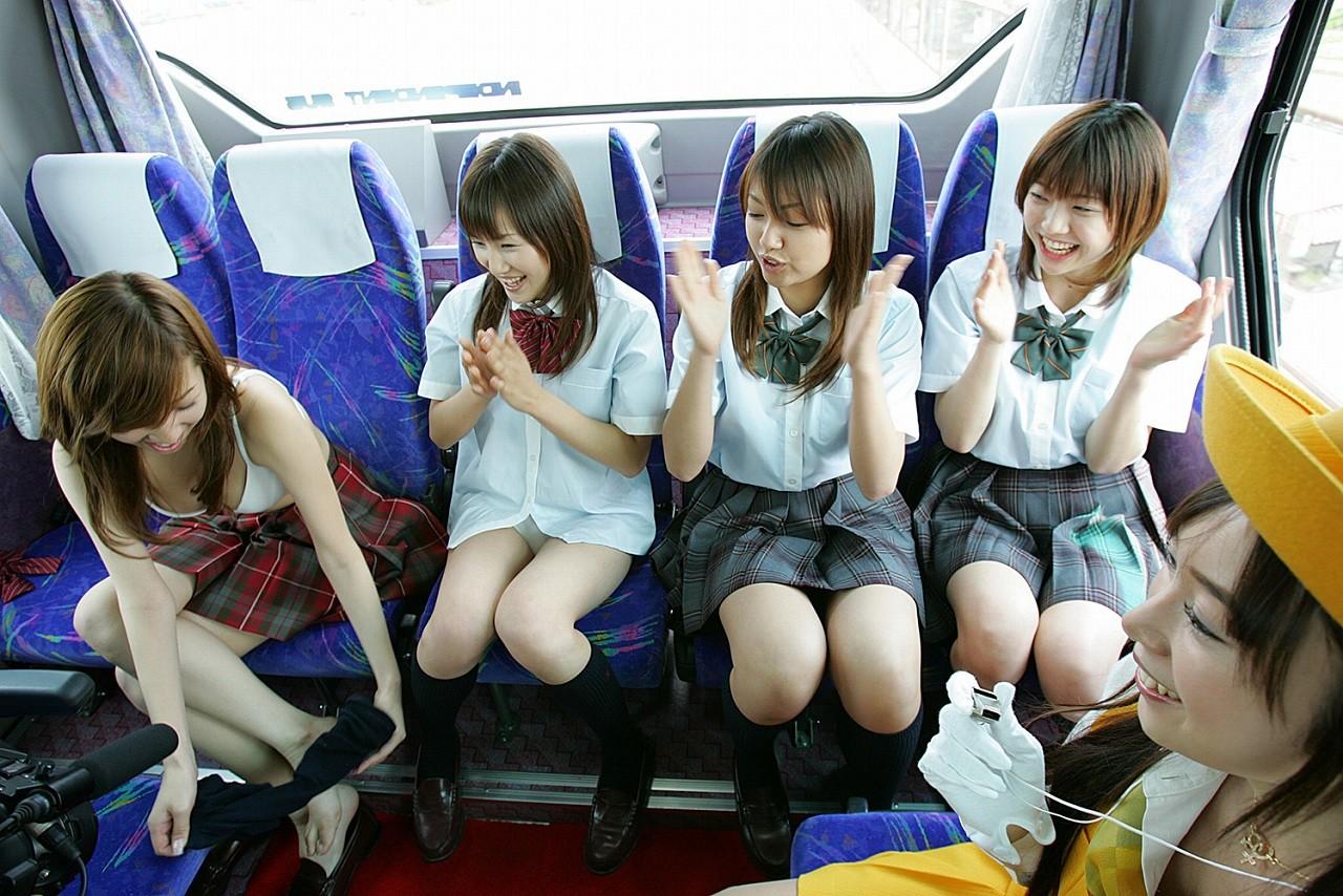 asian girls on bus скачать
